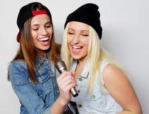 девушки пея Стоковое фото RF
