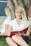 девушки потехи имея outdoors подростковые 2 Стоковые Фото