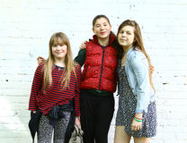 3 девушки подростка закрывают вверх по портрету внешнему Стоковые Фотографии RF