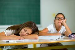 2 девушки пробурены в классе Стоковое Изображение