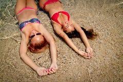 девушки 2 пляжа Стоковое Изображение RF