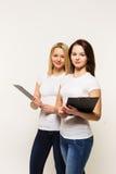 2 девушки работника офиса Стоковая Фотография RF