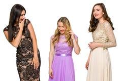 3 девушки связывают и смеются над Стоковые Изображения
