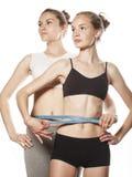 2 девушки спорта измеряя изолировали дальше Стоковые Изображения