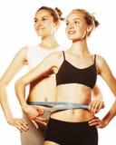 2 девушки спорта измеряя изолировали на белизне Стоковая Фотография