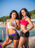 2 девушки спорт на пляже Стоковое Изображение RF