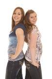 2 девушки стоят спина к спине Стоковые Изображения