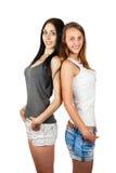 2 девушки стоя назад друг к другу Стоковые Фотографии RF