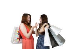 2 девушки с беседовать сумок Стоковые Фото