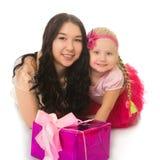 2 девушки с коробками для подарков Стоковое Фото