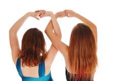 2 девушки с там вручают вверх Стоковое фото RF