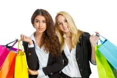2 девушки с хозяйственными сумками Стоковые Фото