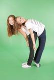 2 девушки школы друзей спина к спине Стоковые Фотографии RF