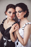 2 девушки elegants - черно-белая концепция Стоковое Изображение RF