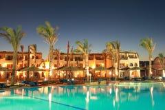 Египетская гостиница на ноче Стоковая Фотография