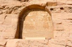 Египетские гравировки древнего храма дальше Стоковые Изображения