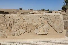 Египетские иероглифы в виске покойницкой Seti i, Луксор, Египет стоковое изображение