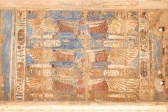 Египетские иероглифы в виске Medinet Habu, Луксоре, Египте стоковое фото rf