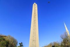 Египетский обелиск в Стамбуле Старый египетский обелиск фараона Tutmoses в квадрате ипподрома Стамбула, Турции стоковое фото