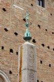 Египетский обелиск в Урбино Стоковое Изображение RF