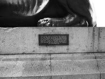 Египетский сфинкс в Лондоне черно-белом Стоковые Изображения