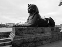 Египетский сфинкс в Лондоне черно-белом Стоковые Изображения RF