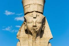 Египетский сфинкс на обваловке Universitetskaya Стоковое Изображение RF