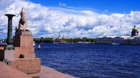 Египетский сфинкс на речном береге Neva в Санкт-Петербурге Стоковое Изображение RF