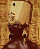 Египетский ферзь, фараон с кроной золота, ureaus, змейка и красивая сторона Стоковые Фотографии RF
