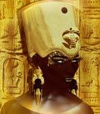 Египетский ферзь, фараон с кроной золота, ureaus, змейка и красивая сторона Стоковые Фото