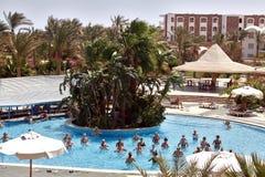 Египет Зима 2018 Hurghada Туристы возвращают в египетские курорты стоковая фотография