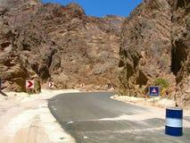 Египет. Синай. Дорога через горы Стоковое Фото
