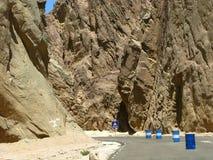 Египет. Синай. Дорога через горы Стоковые Фото