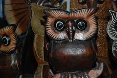 Египет, Hurghada, 16,01,2009 сычей Figurines деревянных с сувениром Стоковая Фотография