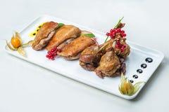 Еда в плитах на белой предпосылке Стоковые Изображения RF
