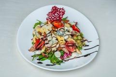 Еда в плитах на белой предпосылке Стоковые Изображения