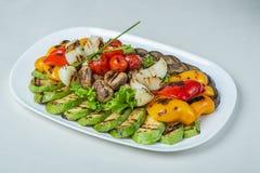 Еда в плитах на белой предпосылке Стоковое Изображение RF