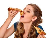 еда женщины пиццы Студент уничтожает фаст-фуд на таблице стоковая фотография
