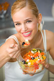 еда женщины салата Стоковое Изображение RF