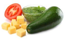 еда здоровая смешивание авокадоа, сыра, томата изолированного на белой предпосылке Стоковая Фотография