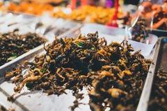 Еда и игрушки улицы в масленице на pai стоковое фото