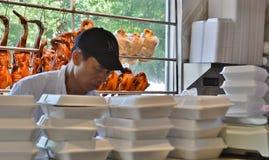 Еда китайца образа жизни жизни работника ресторана Нью-Йорка Чайна-тауна подлинная стоковое изображение rf