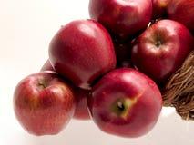 еда корзины 4 яблок Стоковое Фото