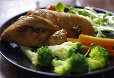 Еда куриной грудки чистая для хорошего healthly стоковая фотография