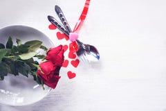 Еда любов обедающего валентинок романтичная и любит сварить концепцию - романтичную украшенную сервировку стола стоковые изображения rf