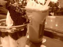 Еда мороженого кокосов Стоковое Изображение RF