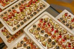 Еда на подносах стоковые фотографии rf