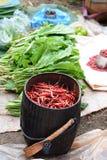 Еда на продаже Рынок деревни Thaung Tho еженедельный Озеро Inle myanmar Стоковое Изображение