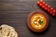 Еда подливки paneer Shahi традиционная индийская вегетарианская с овощами и сыром paneer масла стоковое фото rf