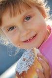 еда ребенка плюшки Стоковые Изображения RF